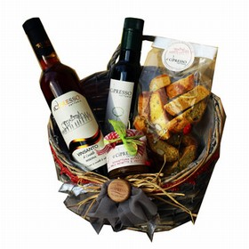 Basket with Vin Santo, Cantucci .....